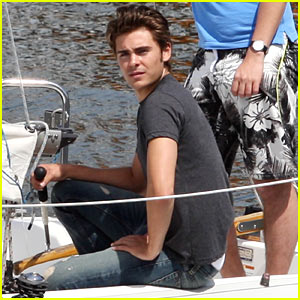 Zac Efron: Sailing on English Bay!
