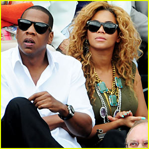 "9fa2ae91365 Beyonce and husband Jay-Z (in Oliver Peoples ""Daddy B"" sunglasses) watch a  French Open tennis match at Roland Garros on Sunday (June 6) in Paris"
