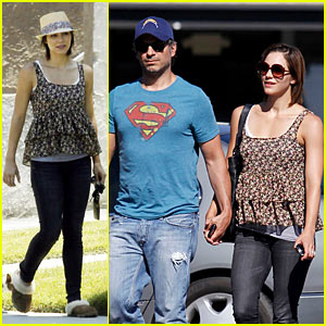 Katharine McPhee Runs Errands in New Convertible!