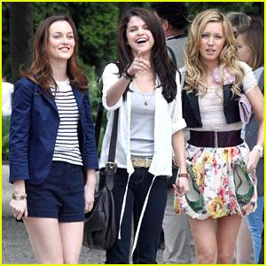 Selena Gomez & Leighton Meester: Paris Pals with Katie Cassidy!