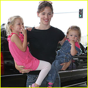 Jennifer Garner Hops on a Plane at LAX