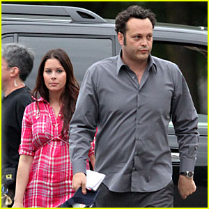 Vince Vaughn Gets Visit From Pregnant Wife