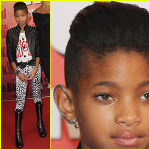 Willow Smith: Painted Ear Outline!