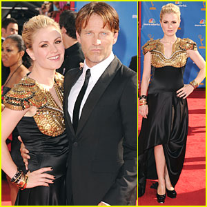 Anna Paquin &#038; Stephen Moyer - Emmys 2010 Red Carpet