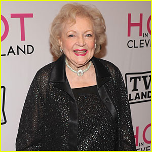 Betty White Wins Emmy for 'SNL' Hosting Gig