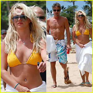 Britney Spears: Hawaiian Bikini Time with Jason Trawick!