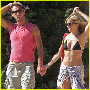 Jude Law: Ibiza Vacation with Sienna Miller!