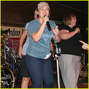 Kelly Clarkson: Karaoke Queen