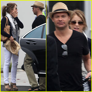 Ryan Seacrest &#038; Julianne Hough: Cabo Couple