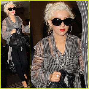 Christina Aguilera Hoops It Up