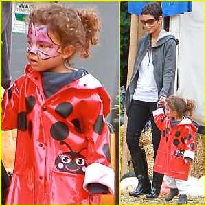 Halle Berry & Nahla: Pumpkin Picking!