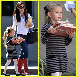 Jennifer Garner & Violet Affleck: Library Book Borrowers