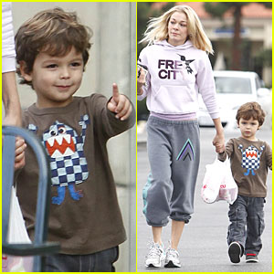 LeAnn Rimes & Jake Cibrian Have The Munchies for Menchie's