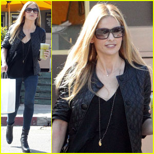 Sarah Michelle Gellar: Lemonade Lady!