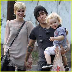 Ashlee Simpson & Pete Wentz: Saturday Stroll with Bronx!