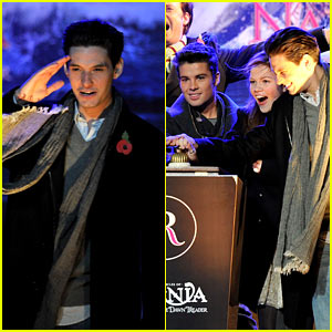Ben Barnes Turns on the Christmas Lights!