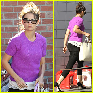 Katie Holmes: Pretty Purple Top
