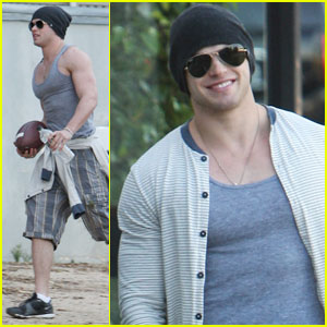 Kellan Lutz: Post-Thanksgiving Shopping &#038; Exercising