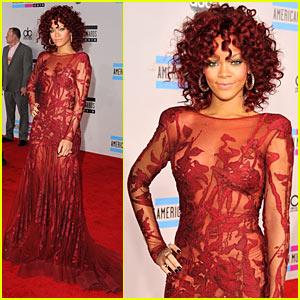 Rihanna: AMAs Red Carpet 2010!
