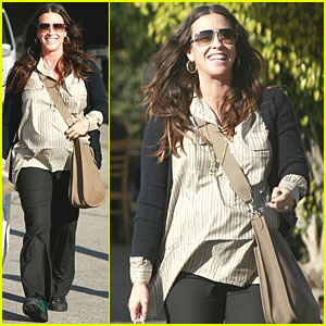 Alanis Morissette: Baby Bump in Brentwood!