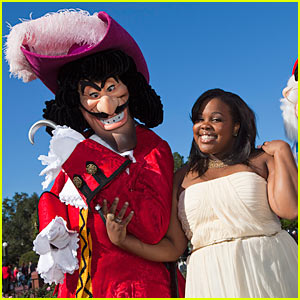 Amber Riley: Disney Parks Christmas Day Parade!