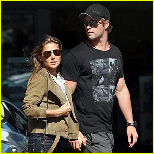 Chris Hemsworth & Elsa Pataky: Honeymoon Stroll