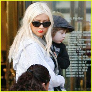 Christina Aguilera: Christmas Shopping with Max!