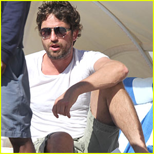 Gerard Butler: Relaxing at South Beach!