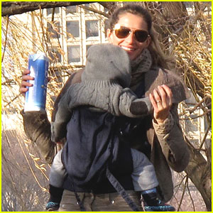 Gisele Bundchen: Boston with Benjamin!