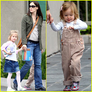 Jennifer Garner & Daughters: Library Ladies!