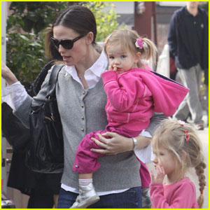 Jennifer Garner: Country Mart with Seraphina & Violet!