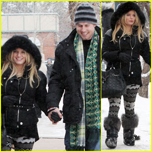 Jessica Simpson &#038; Eric Johnson: Snowy Stroll in Aspen