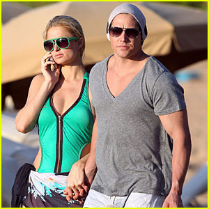 Paris Hilton & Cy Waits: Christmas in Maui