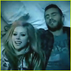 Avril Lavigne: 'What The Hell' Video Premiere!