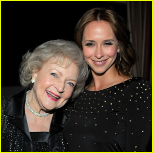 Jennifer Love Hewitt & Betty White: TV Land Party Pals