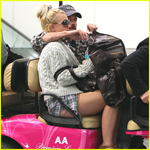Britney Spears: Pink Cart Ride Through Miami Airport!