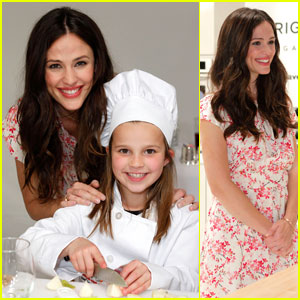Jennifer Garner: Frigidaire Kids' Cooking Academy Launch!