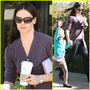 Jennifer Garner & Violet: Saturday Starbucks Run!