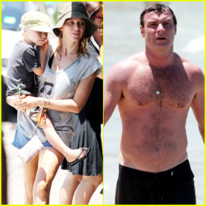Naomi Watts &#038; Liev Schreiber: Bronte Beach with the Boys!