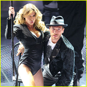 Elisabetta Canalis: 'Like a Boy' Dance Performance!