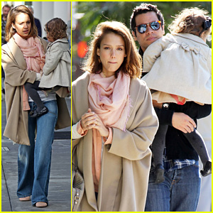 Jessica Alba: Breakfast with Cash & Honor!
