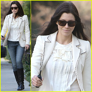 Jessica Biel: Studio City with a Furry Friend