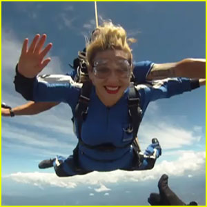 Ke$ha: Skydiving in Australia!