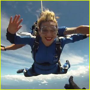 Ke$ha: Skydiving in Australia!