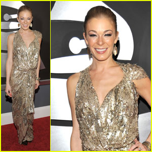 LeAnn Rimes - Grammys 2011 Red Carpet