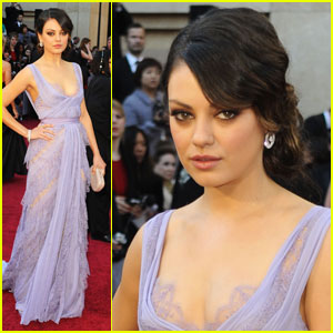 Mila Kunis - Oscars 2011 Red Carpet