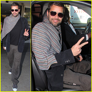 Ricky Martin: Happy LAX Landing!