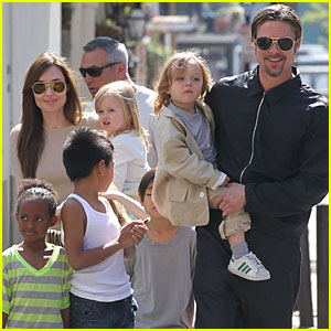 Angelina Jolie & Brad Pitt: Grocery Shopping with the Kids!