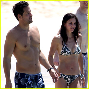 Courteney Cox & Josh Hopkins: St. Barts Couple!