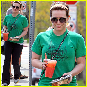 Hilary Duff: Pink Lemonade Lady!